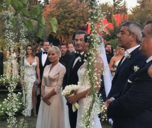 11444b184a98 Παντρεύτηκε ο Αντώνης Ρέμος – Φωτογραφίες και βίντεο από το γάμο του με την  Υβόννη Μπόσνιακ – 350 οι καλεσμένοι – Γαργαλιάνοι Online – Καθημερινά νέα  της ...